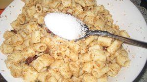 Macaroane cu nucă și zahăr – Un desert de post simplu, pe care bunica mea îl făcea cu drag