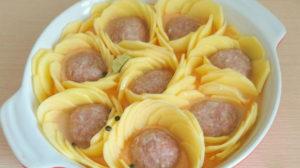 Trandafiri de cartofi cu chifteluțe – un decor inedit pentru masa de sărbătoare! Nu o să vă vină să credeți cât de simplu se prepară!