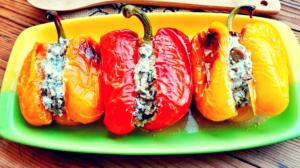 Ardei grași umpluți cu ciuperci și cașcaval – un deliciu perfect pentru mesele de sărbătoare!