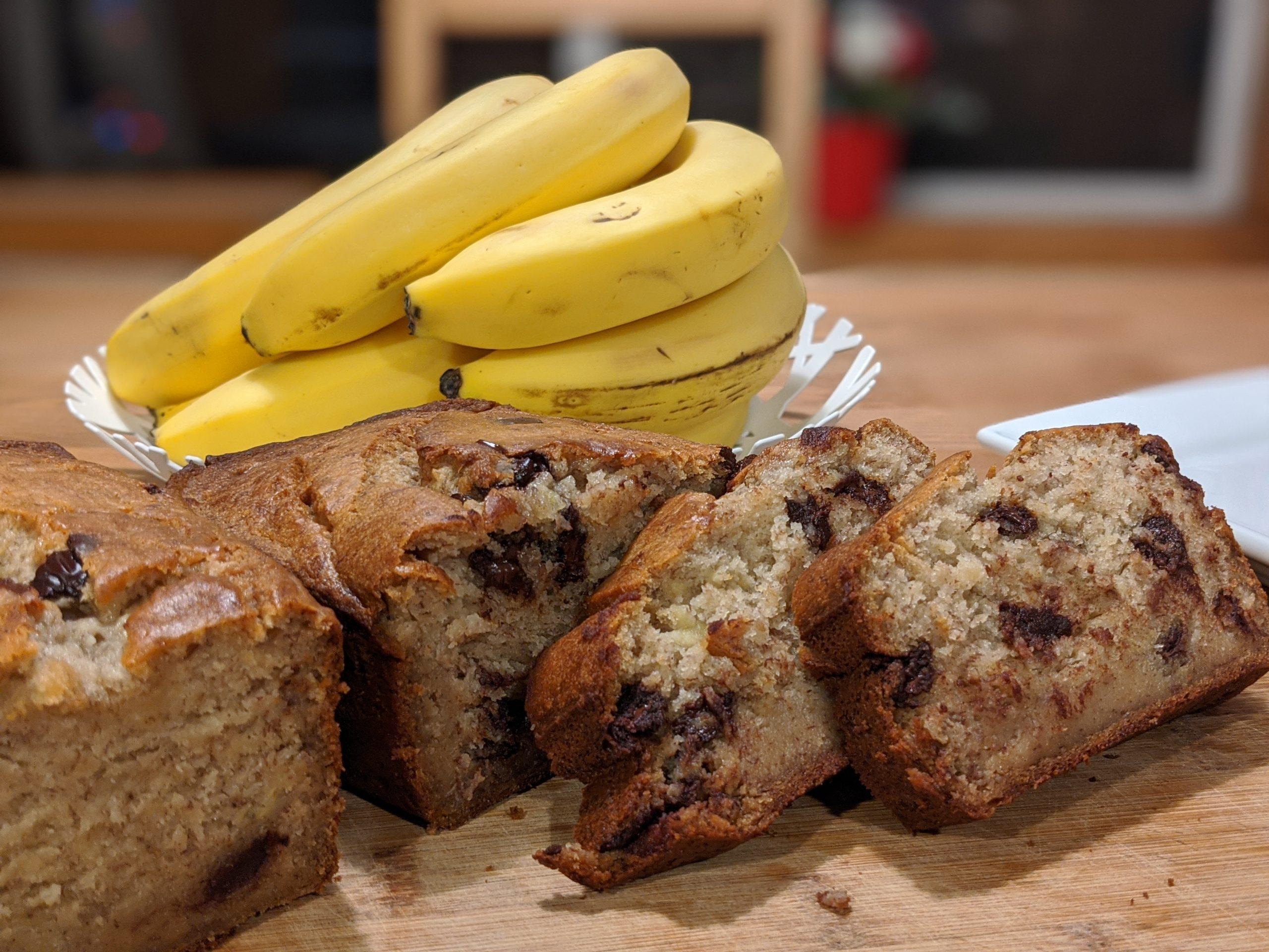 Așa faci cel mai bun chec cu banane – atât de pufos și gustos că l-ai mânca pe tot deodată