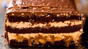 Tort de ciocolată – Snickers uriaș!