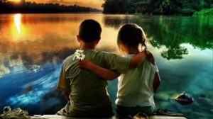 Prietenia inseamna sa il tragi de maneca pe cel drag atunci cand greseste