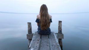 Când te doare sufletul plângi, suferă, dar ţine capul sus şi mergi mai departe. Citește asta ori de câte ori te sufocă gândurile negative