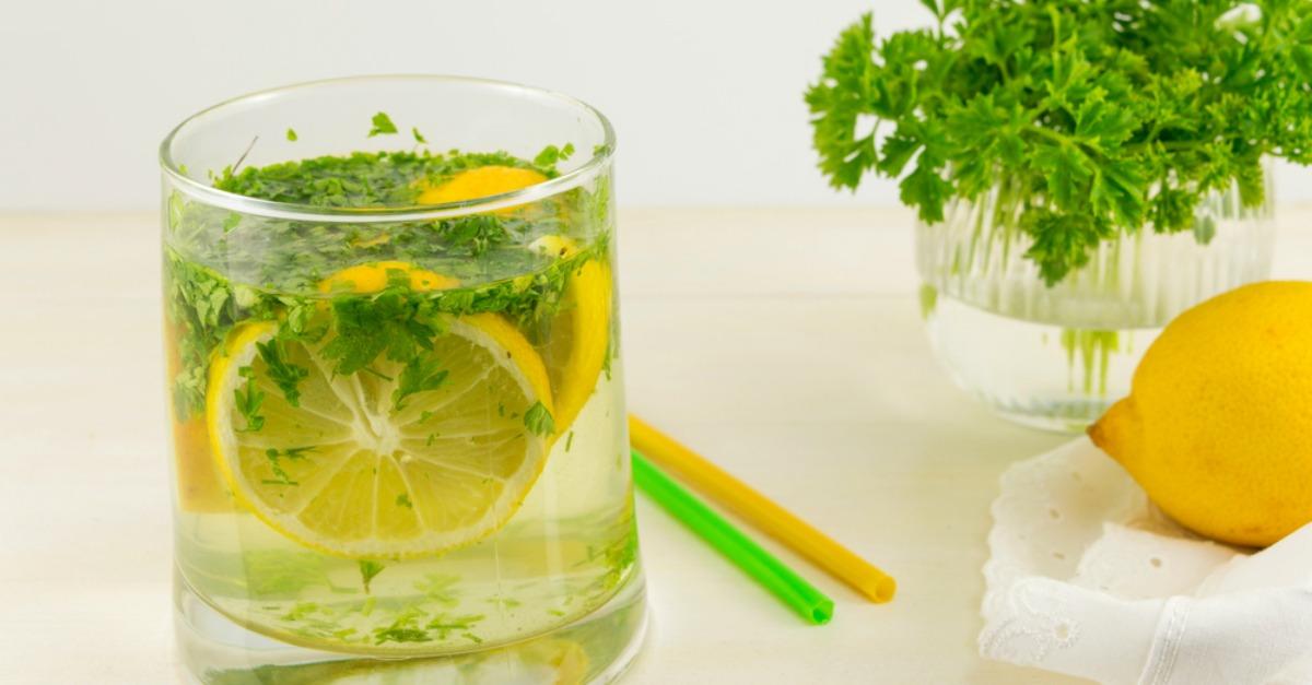Ceaiul de pătrunjel și mentă curăță ficatul eficient și ajută digestia