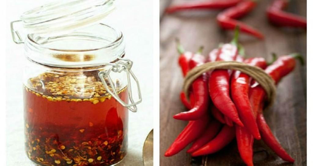 Prepararea uleiului de ardei iuti de casă, care poate ajuta la reducerea durerii și a inflamațiilor articulare