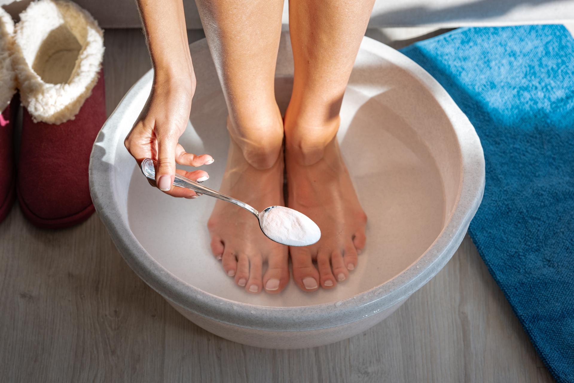 Baie de picioare cu bicarbonat de sodiu: 7 dintre cele mai bune rețete, efectul este pur și simplu magic