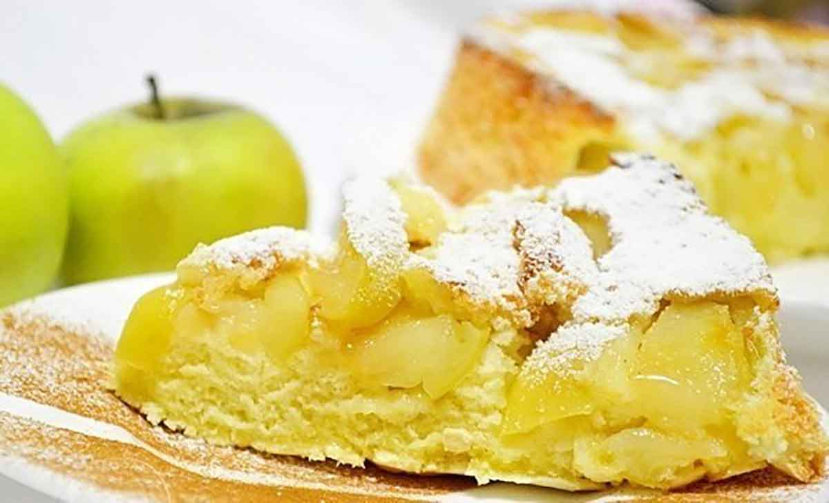 Prăjitură cu mere super delicioasă – o rețetă adorată de mulți gurmanzi!