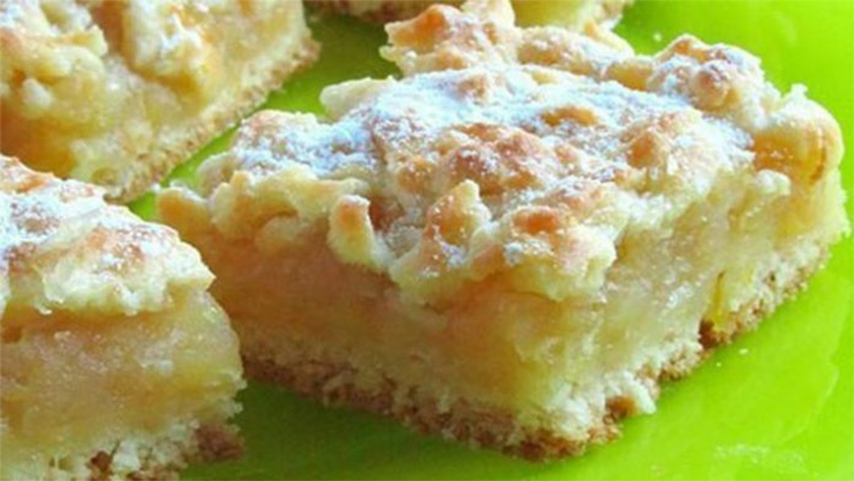 Chec de casă cu mere și lămâie – o prăjitură perfectă!