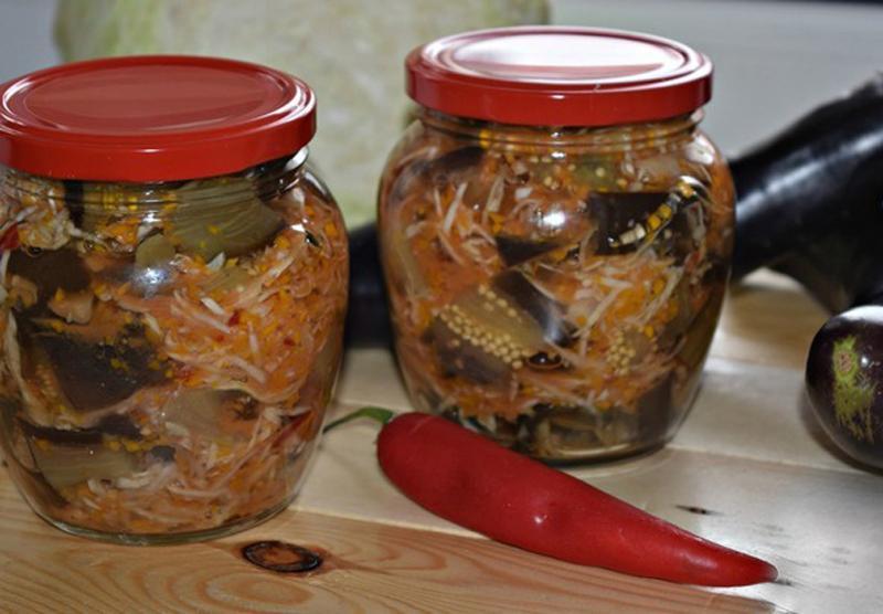 Salată de vinete cu varză pentru iarnă – un deliciu inegalabil! Doar priviți cât de simplu se prepară!