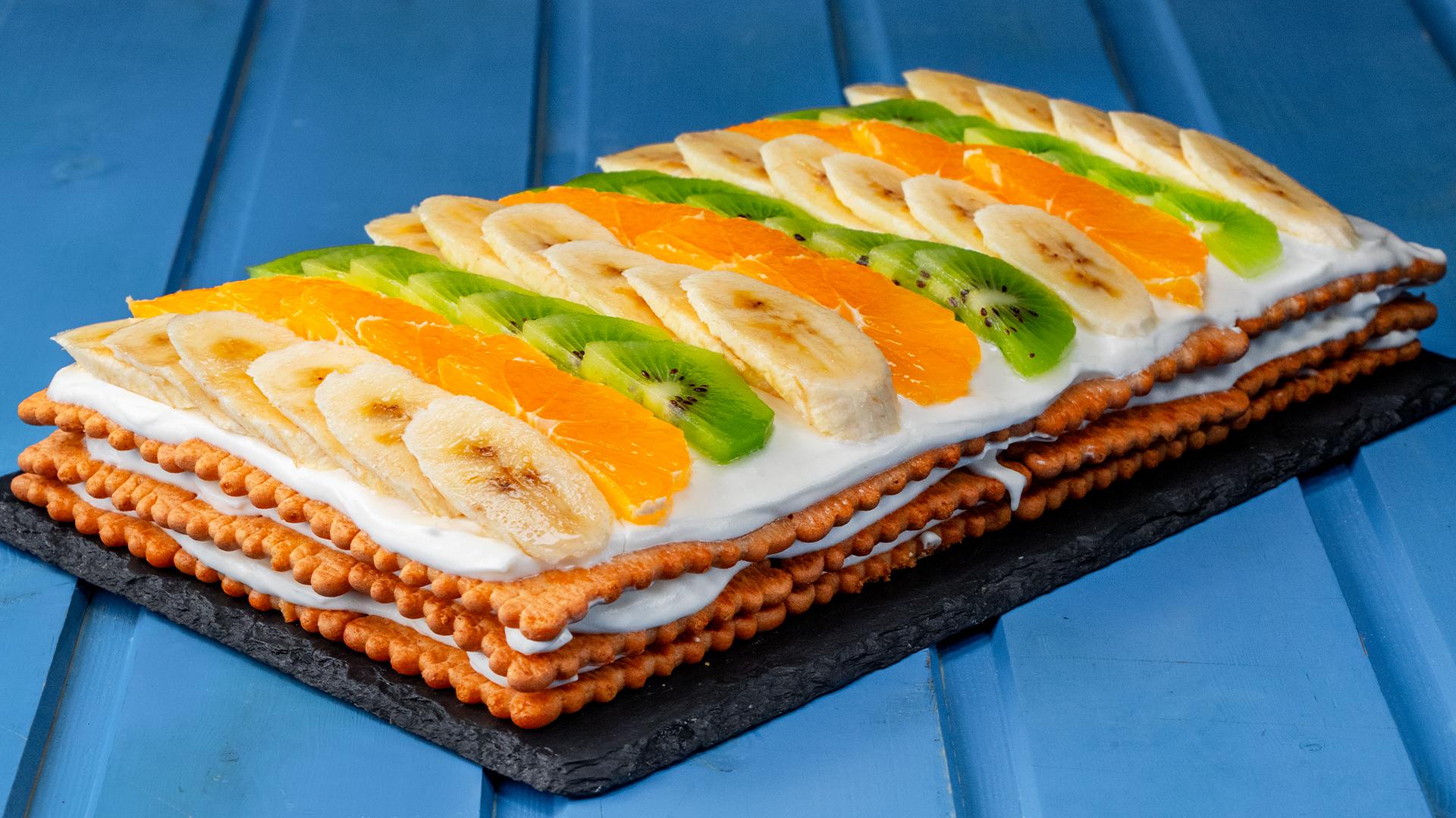 Fara cuptor si ore in bucatarie! Surprinde cu un tort racoritor in culori perfect imbinate!