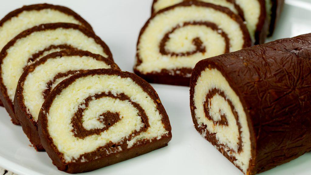 """Ruladă """"Bounty"""" – un desert fără coacere deosebit de delicios! Doar priviți cât de repede se prepară!"""