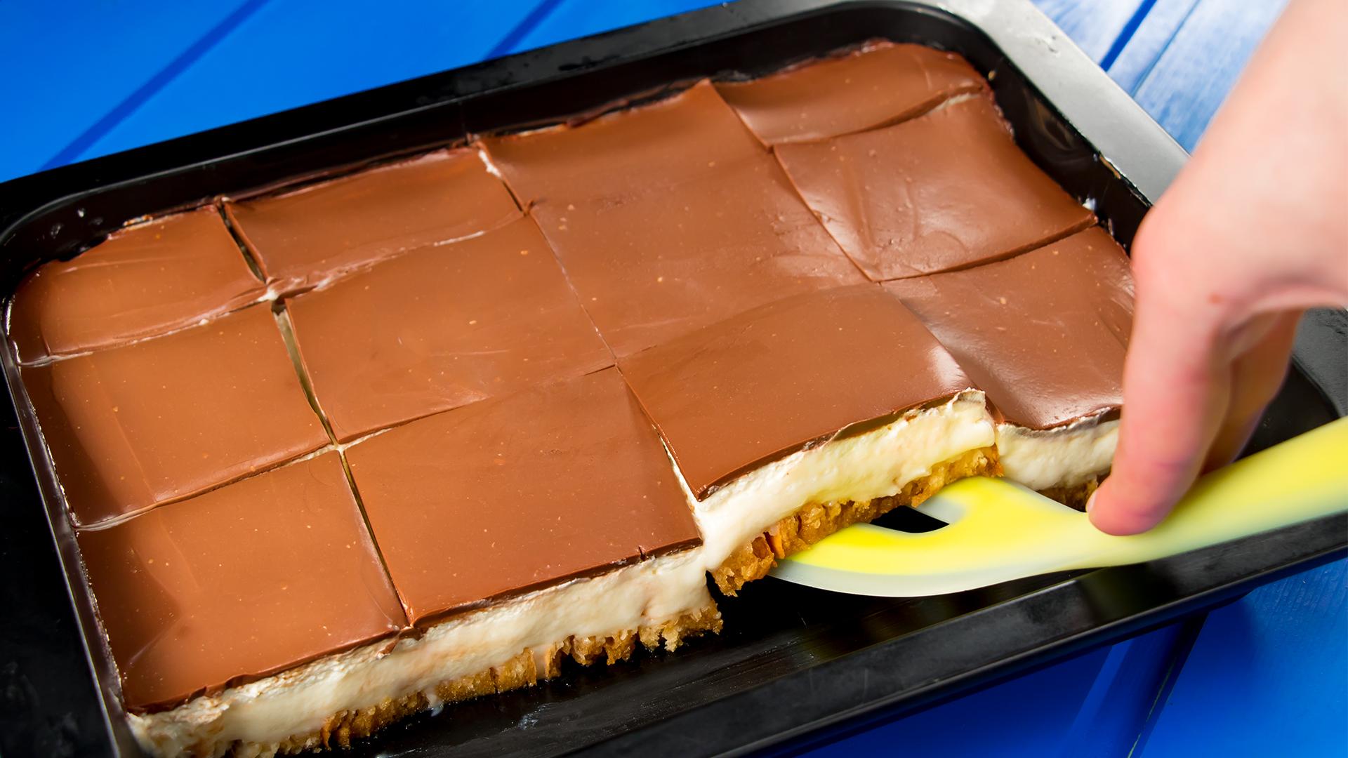 Prăjitură fără coacere cu pesmeți și cremă fină, care se topește în gură
